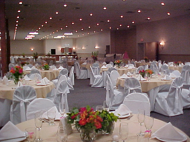 Wedding hall decorations wedding decorations for Wedding hall decoration photos
